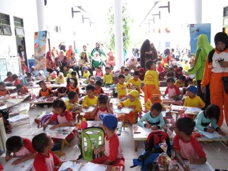 Untuk mengembangkan kreatifitas anak-anak TK seKab.Selayar diadakan lomba mewarnai di halaman kantor Balai Taman Nasional Takabonerate.