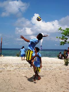 Voly Pantai, sebagai ajang pengikatan kebersamaan, silaturahim antar desa dan Balai Taman Nasional dan juga para pengunjung.