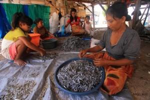 Keindahan pantai di Pulau Tinabo