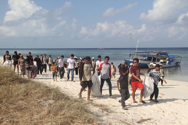 Bersih Pantai (2)